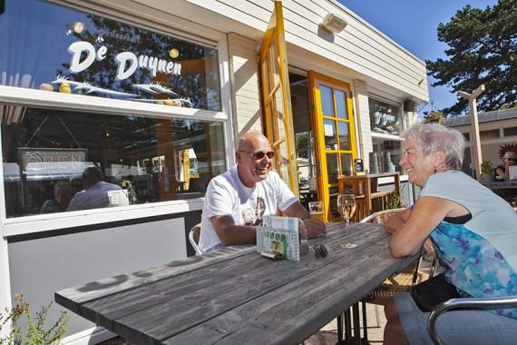 Bij het restaurant De Duynen op het ontmoetingsplein