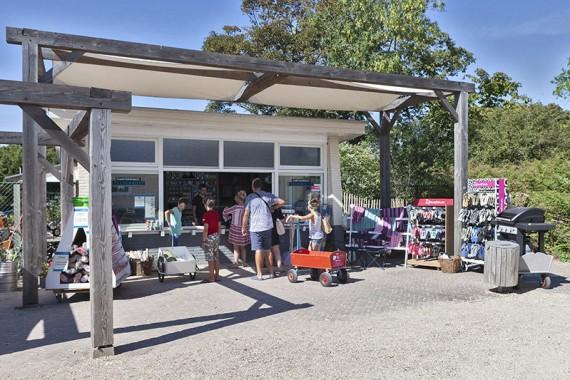 Winkelen bij kampeerwinkel zeldenrust op het Ontmoetingsplein